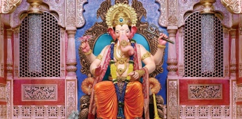 Meet the Lalbaug cha Raja on your mobile phones