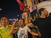 Military coup in Turkey live streamed despite social media ban
