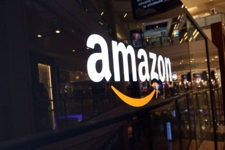 4014e22fb57 Amazon sets eyes on India s offline retail market with 5pc stake in Shoppers  Stop